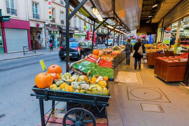 Uliczna scena w Belleville, Paryż obraz royalty free