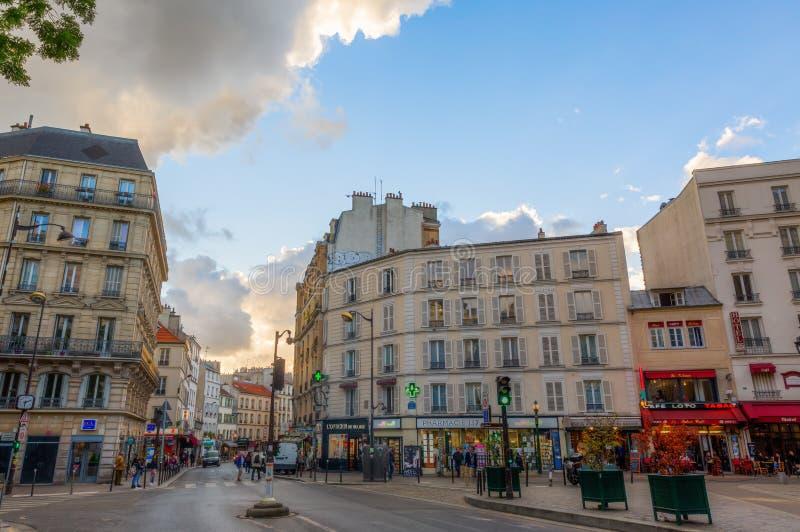 Uliczna scena w Belleville, Paryż obrazy stock