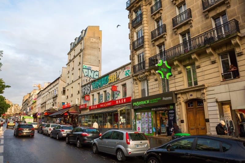 Uliczna scena w Belleville, Paryż obrazy royalty free