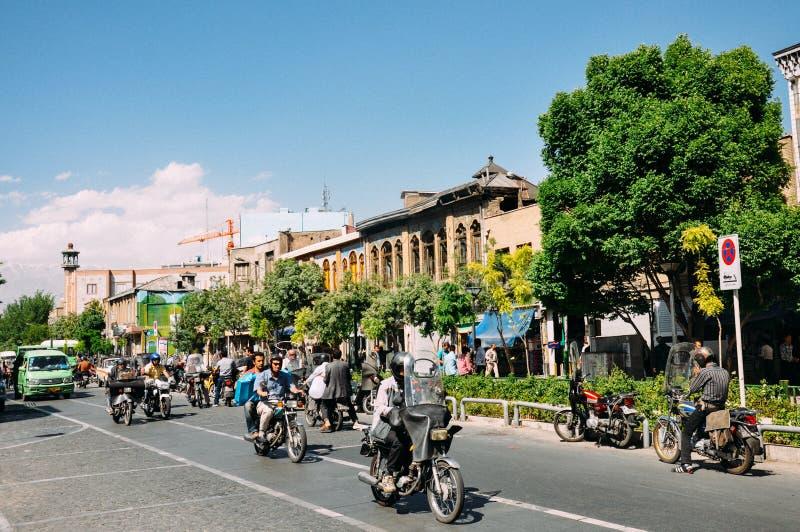 Uliczna scena w Iran Rowerzysty ruch drogowy w Teheran fotografia stock