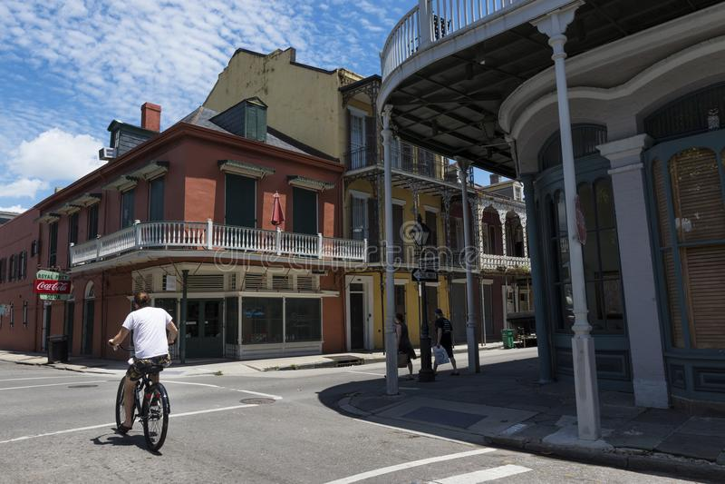 Uliczna scena w ulicie dzielnica francuska w Nowy Orlean, Luizjana obrazy stock