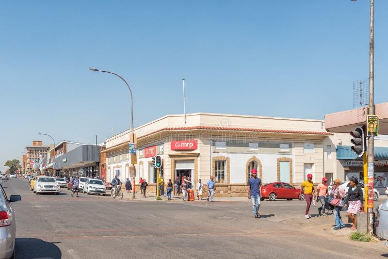 Uliczna scena z biznesami pojazdy i ludzie, w Bethal zdjęcia royalty free