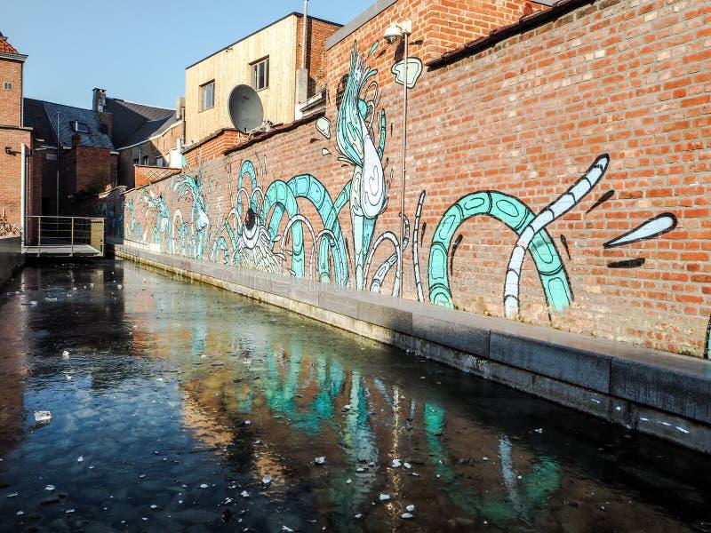 : Uliczna sztuka miasto artystą Gijs Van Hee zdjęcie stock