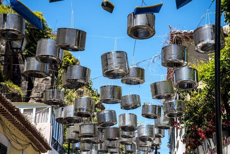 Uliczne dekoracje w Camara De Lobos wioska rybacka blisko miasta Funchal i niektóre wysokie falezy w świacie obraz royalty free
