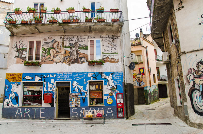 Uliczni malowidła ścienne w Orgosolo, Sardinia, prowincja Nuoro, Włochy fotografia stock