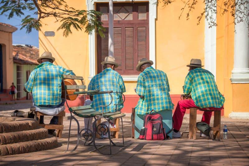Uliczni muzycy w Trinidad Kuba zdjęcie stock