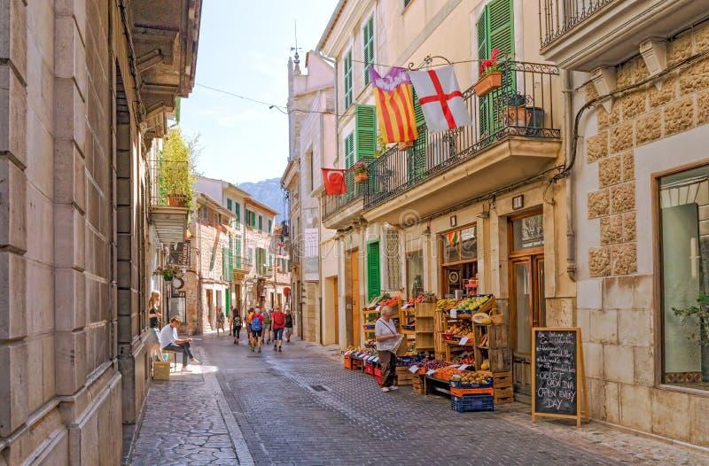 Uliczny życie, Soller, Mallorca fotografia stock