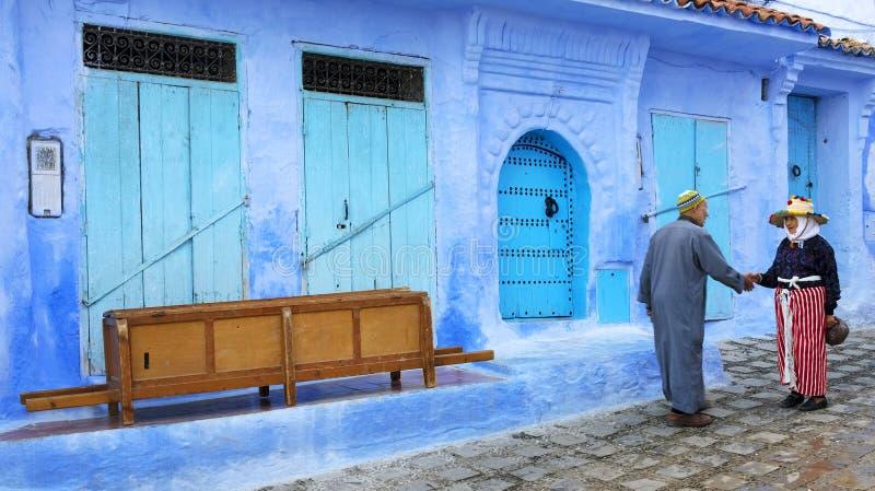 Uliczny życie w Błękitnym mieście Chefchaouen obrazy royalty free