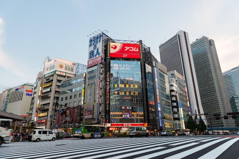Uliczny życie w Shinjuku, Tokio Pieniężny okręg obrazy royalty free