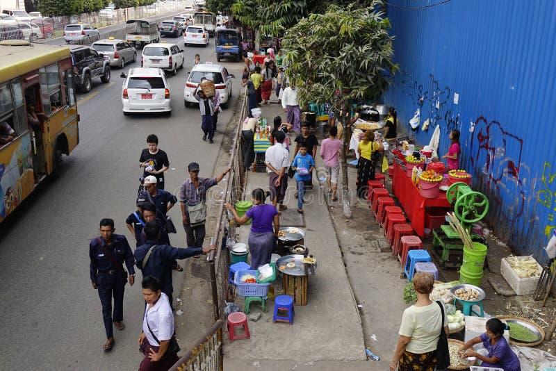 Uliczny życie w Yangon zdjęcie stock