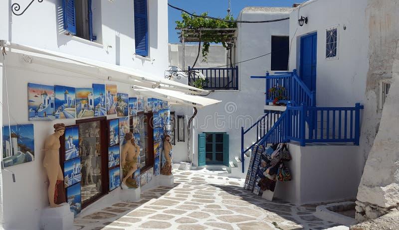 Uliczny i pamiątkarski sklep w Mykonos wyspie zdjęcia stock