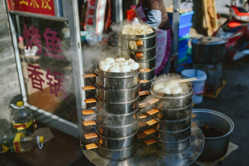 Uliczny jedzenie rynek na Pekin, Chiny obrazy stock