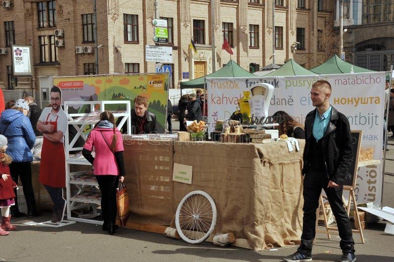 Uliczny karmowy festiwal obraz royalty free