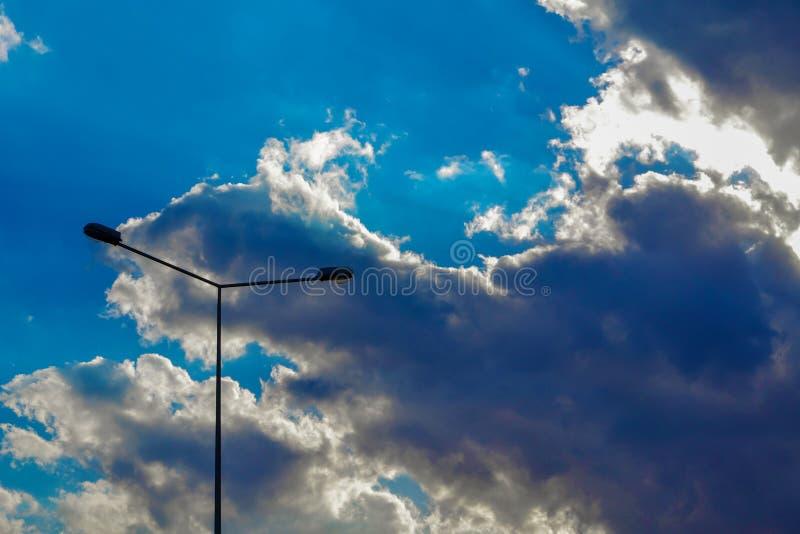 Uliczny lapm w niebie zdjęcia royalty free