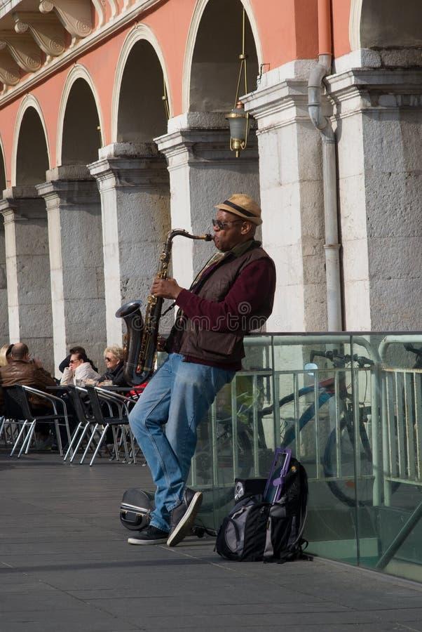 Uliczny muzyka spełnianie w Massena kwadracie, Ładnym, Francja obrazy royalty free