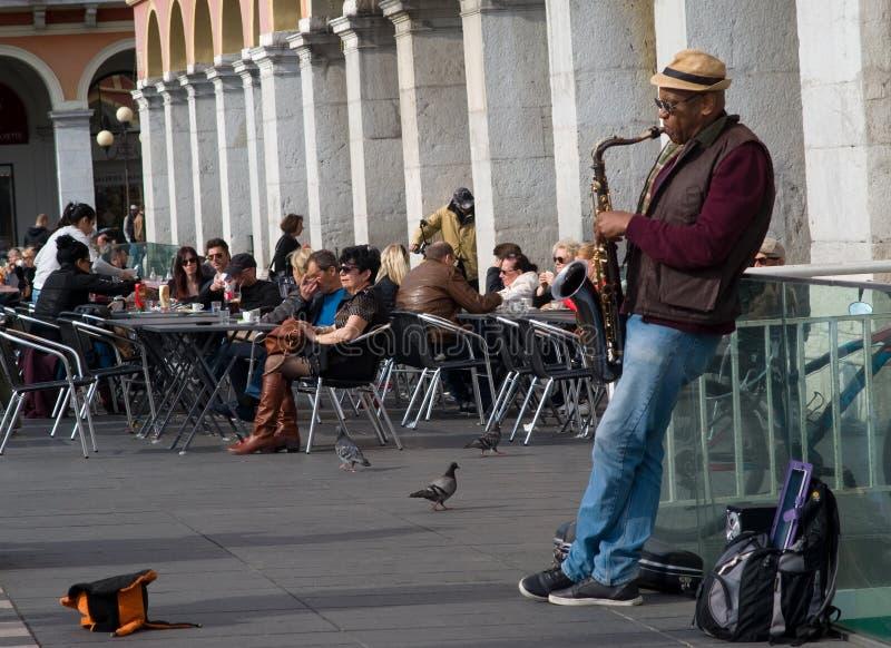 Uliczny muzyka spełnianie w Massena kwadracie, Ładnym, Francja zdjęcie royalty free