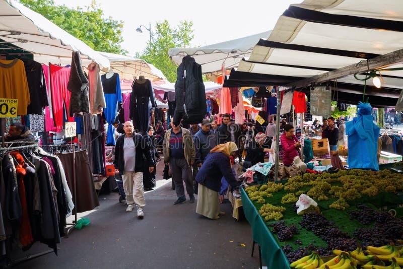 Uliczny rynek w Belleville, Paryż, Francja fotografia royalty free