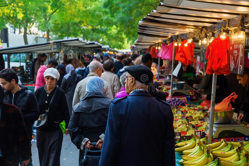 Uliczny rynek w Belleville, Paryż, Francja zdjęcie royalty free
