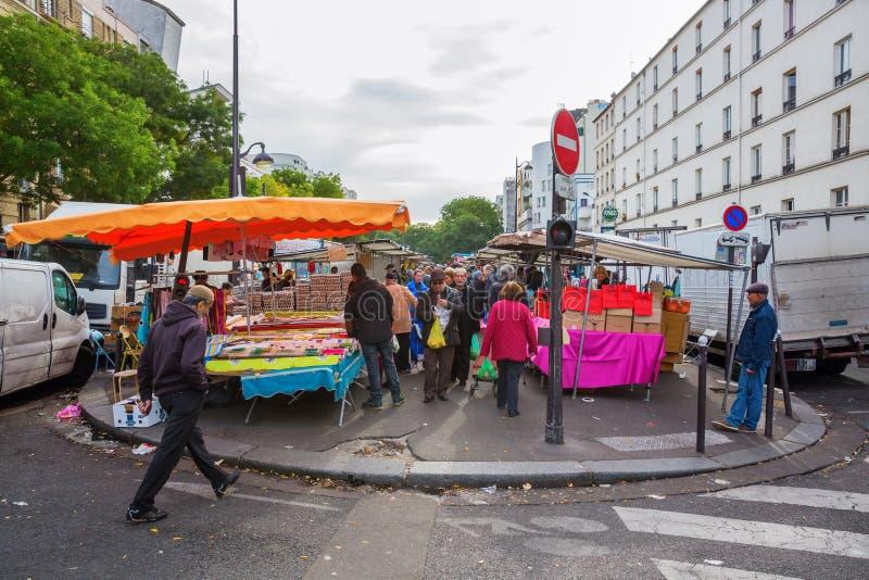 Uliczny rynek w Belleville, Paryż, Francja obraz stock