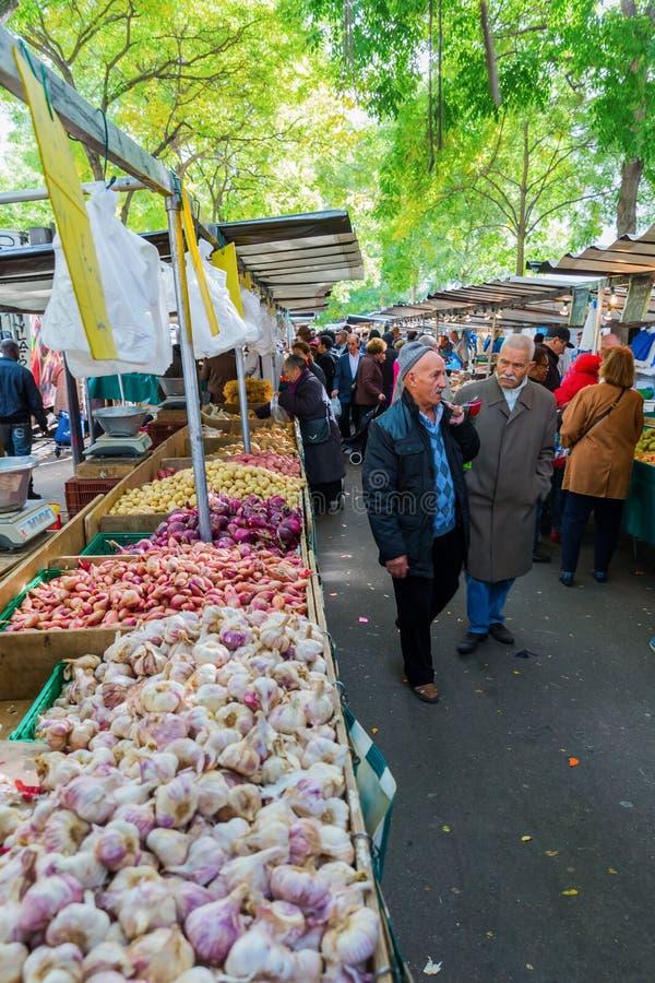 Uliczny rynek w Belleville, Paryż, Francja obrazy royalty free