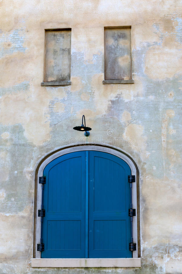 Uliczny sceny Charleston Południowa Karolina błękita drzwi obraz royalty free