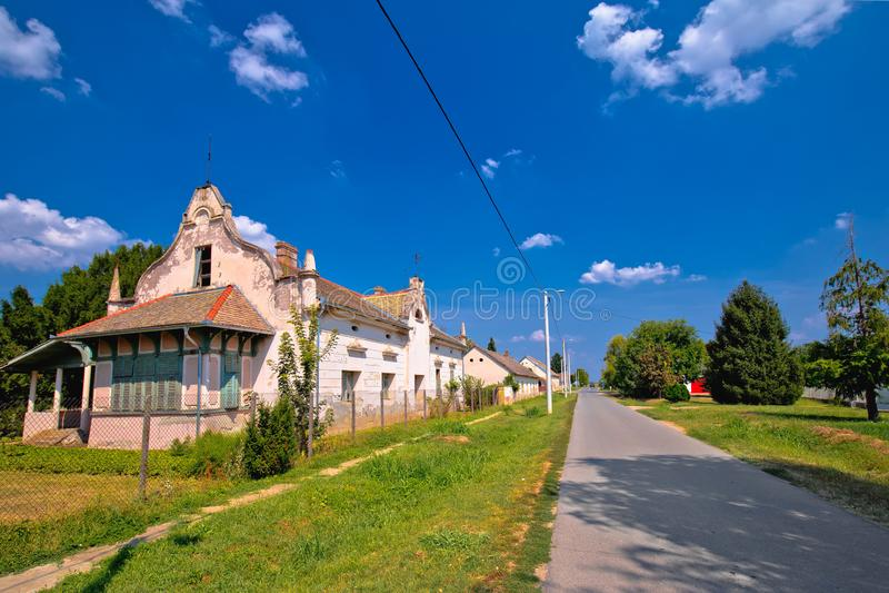 Uliczny widok Karanac historyczna architektura obrazy royalty free