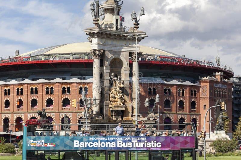 Uliczny widok, kwadrat, placu españa, pomnikowa fontanna, stary bullrin zdjęcie stock