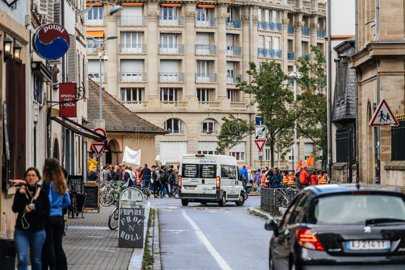 Uliczny widok maszeruje protestuje w Francja tłum obrazy royalty free