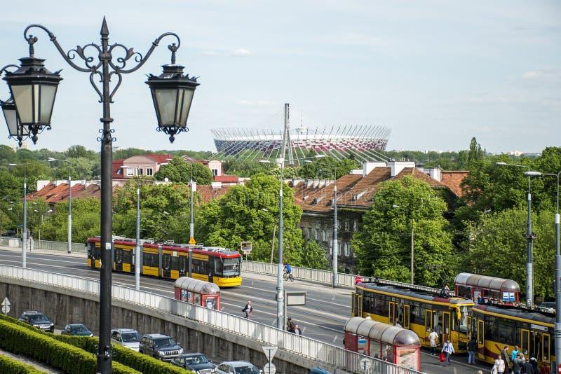 Uliczny widok trenuje przed Warszawski Krajowy 2012 Polska stadium mistrzostwa futbolowym tłem obrazy stock