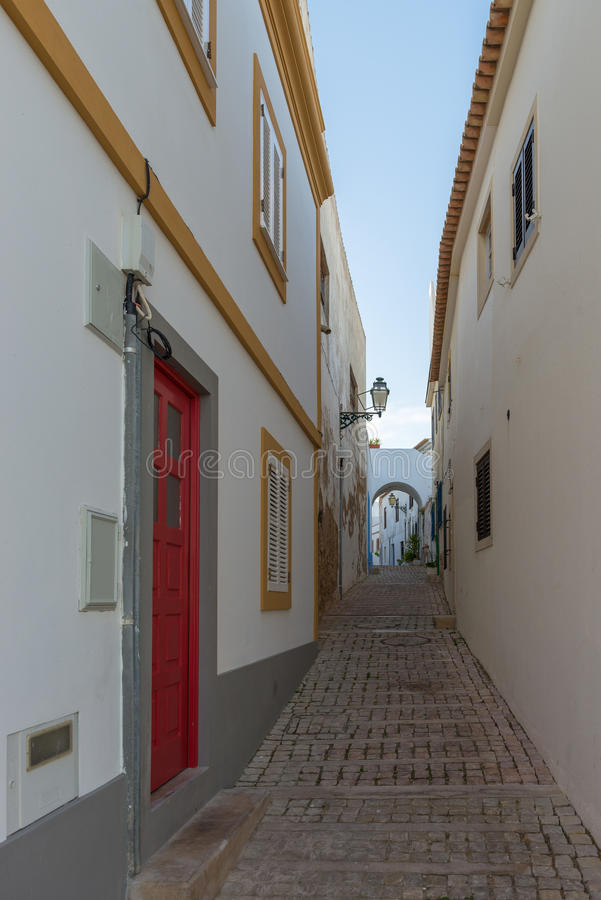 Uliczny widok w historycznym centrum Albufeira, Portugalia obraz royalty free