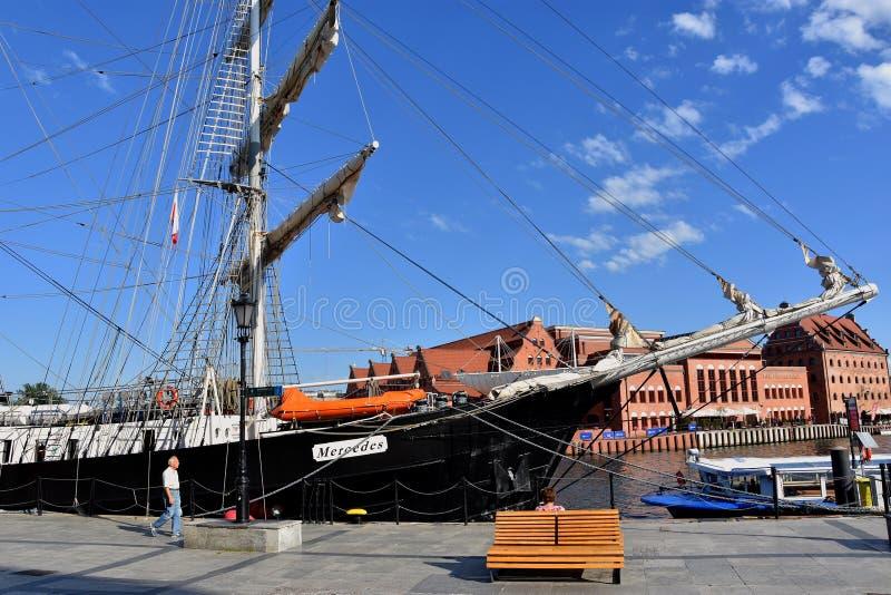 Uliczny widok z brzeg historyczny port nad Motlawa rzeką fotografia royalty free