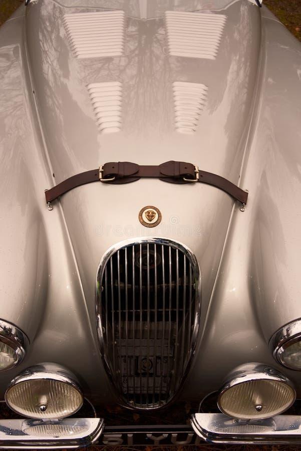 Ulizuje krzywy i linie rocznika Jaguar XK120 terenówka zdjęcie royalty free