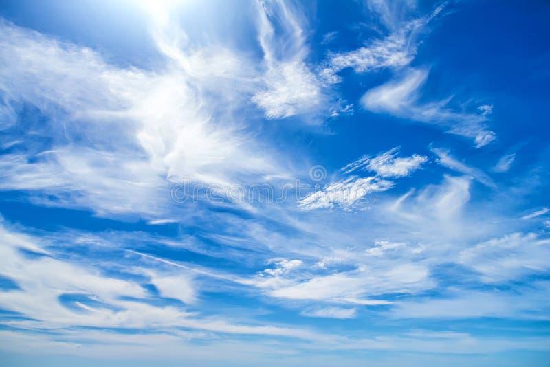 Ulliga moln arkivfoton
