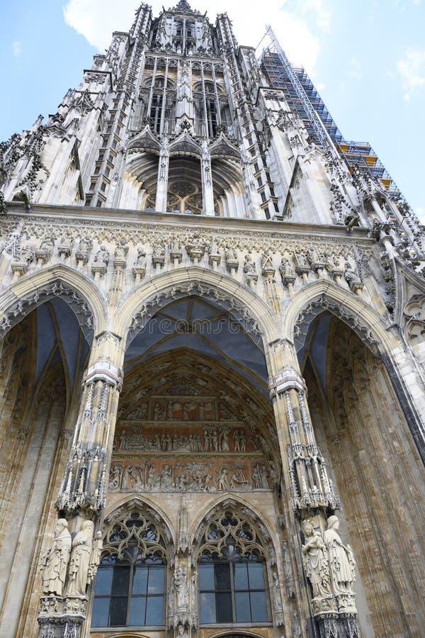 Ulm minister, Ulm katedra, basztowa wejście strona zdjęcia stock