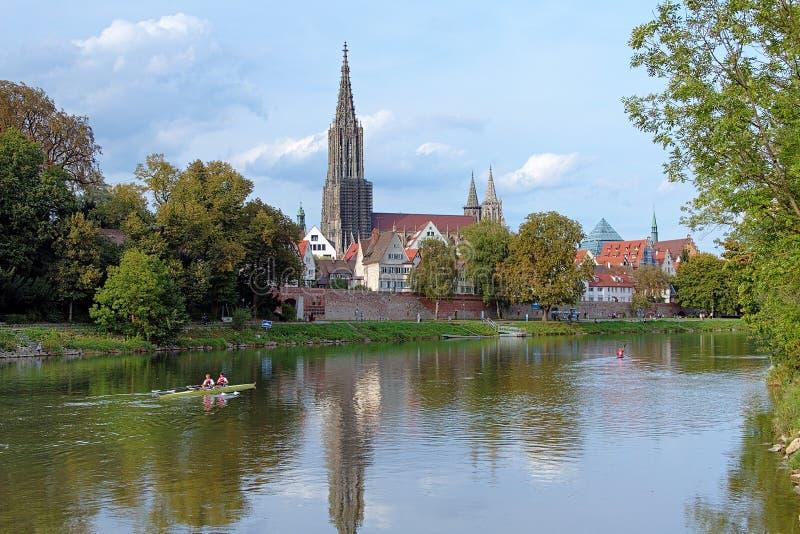 Ulm Minster ed il Danubio fotografie stock