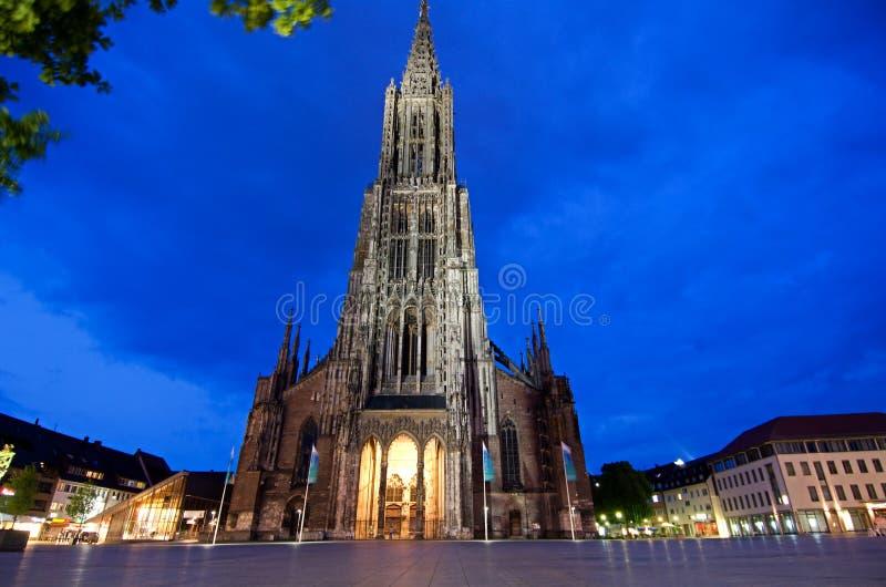 Ulm Munster nachts lizenzfreies stockbild