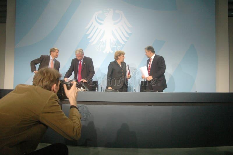 Ulrich Wilhelm, Roland Koch, Kanselier Angela Merkel, Klaus Wowereit stock afbeeldingen