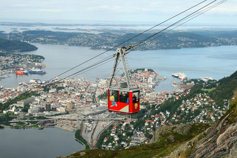 Ulriken Drahtseilbahn in Bergen lizenzfreies stockbild