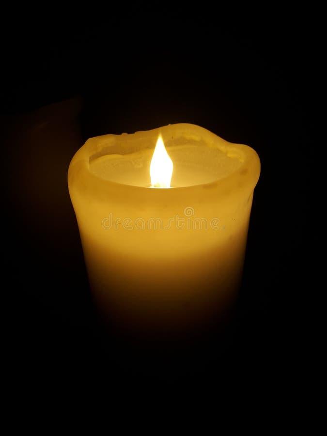 Ulteriore distanza di una candela fotografie stock
