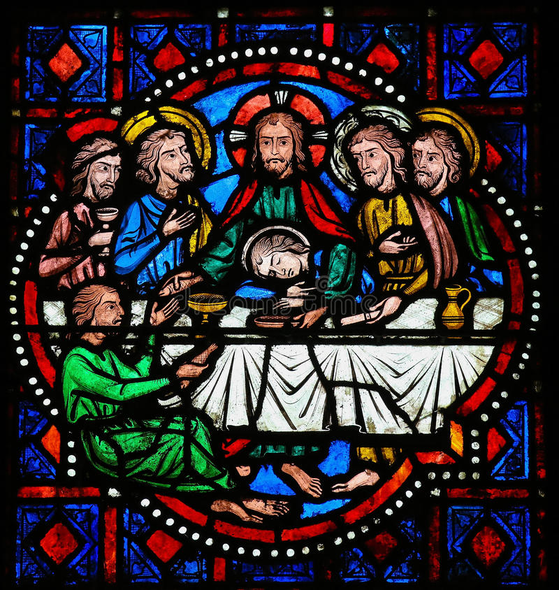 Ultima cena su giovedì santo - vetro macchiato in Tours fotografie stock