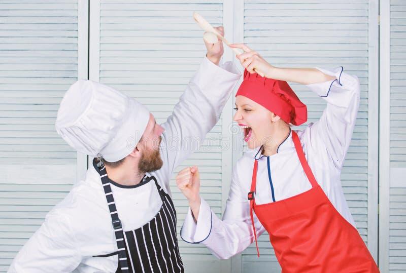 Ultimat laga mat utmaning Kulinarisk strid av tv? kockar Par konkurrerar i kulinariska konster K?kregler Vem kock fotografering för bildbyråer