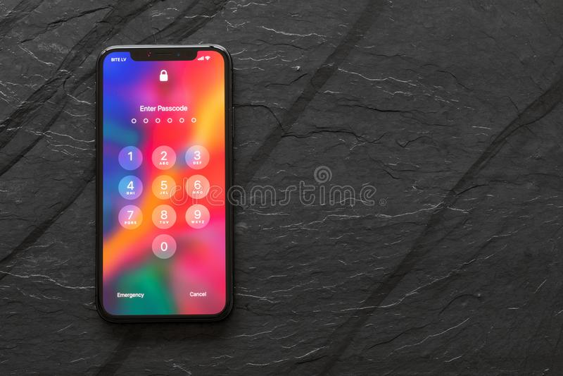 Ultimo iPhone X della generazione con lo schermo bloccato fotografia stock