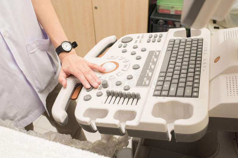 ultra correcte controle omhoog bij het ziekenhuis stock foto's