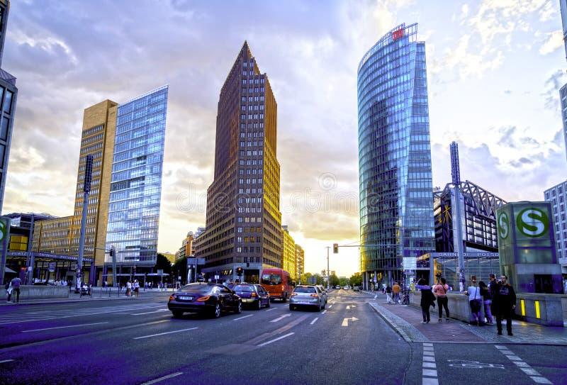 Ultra-moderne deutsche Architektur der neuen Stadtentwicklung lizenzfreies stockfoto