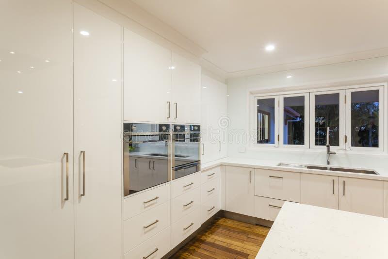 Ultra moderne keuken royalty-vrije stock foto