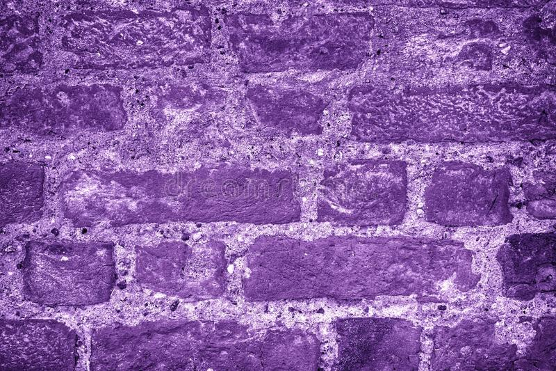 Ultra purpere bakstenen muurtextuur, cementachtergrond voor website of mobiele apparaten royalty-vrije stock foto's