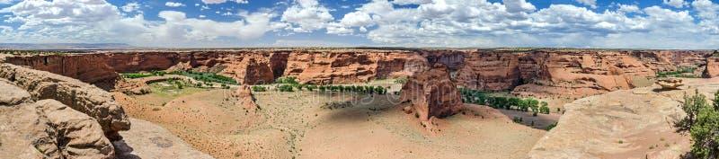 Ultra wijd hoog onderzoek-panorama van toneelwoestijncanion royalty-vrije stock afbeelding