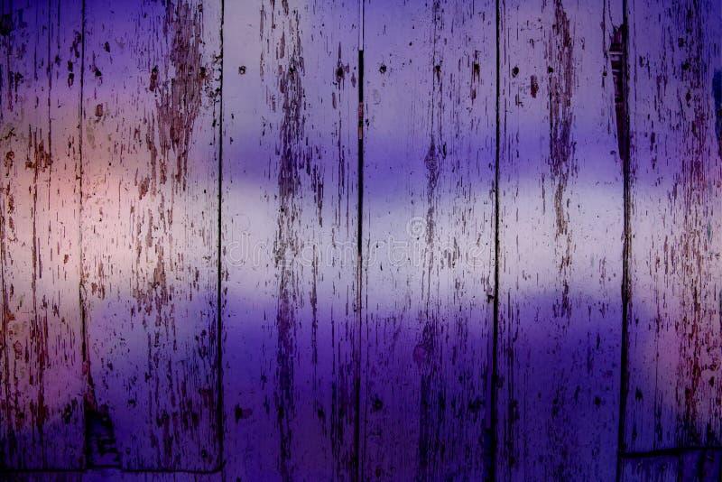 Ultrafioletowi drewniani grungy panel, tło obrazy royalty free
