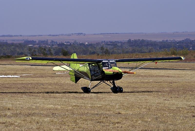 Ultralight Geparkeerde Vliegtuig van de jachtluipaard - royalty-vrije stock foto's