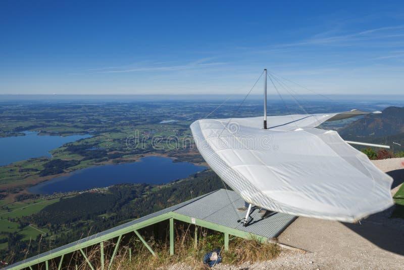 Ultralight vlieger op het lanceringsstootkussen stock fotografie